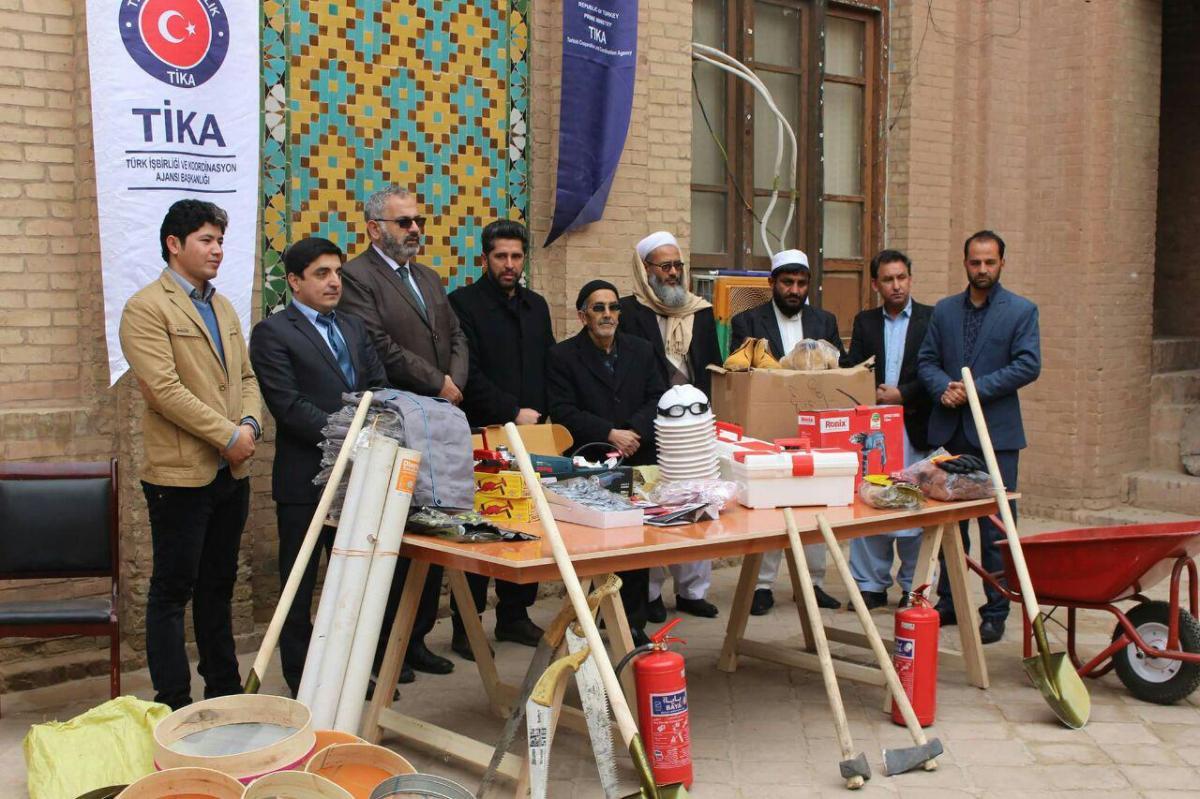 کمک دفتر تیکا با کارخانه کاشی سازی سنتی هرات