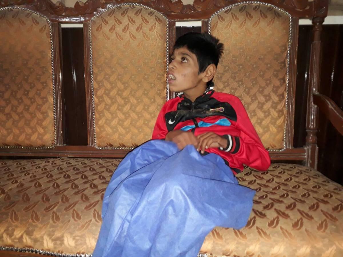 بی توجهی نهاد های مدافع حقوق بشری به یک طفل معلول و بی سرنوشت در شهر هرات.